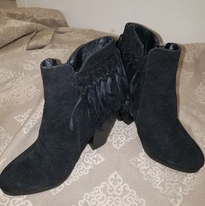Shoes - Black fringe booties size 6